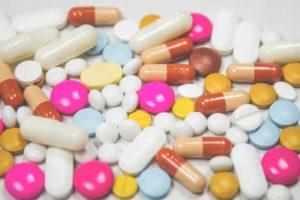 Gyógyszerek és gerincsérv – így segíthetnek és így árthatnak… – Dr.Nyéki Gabriella írása
